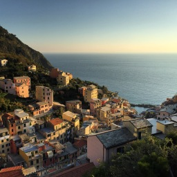 Off-season opening and closing dates for Riomaggiore businesses